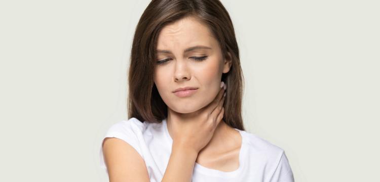 Az 9 leggyakoribb betegség, amit jelezhet torokfájás