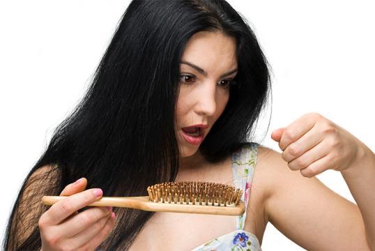 A hajhullás okai - 10 dolog, ami a háttérben állhat