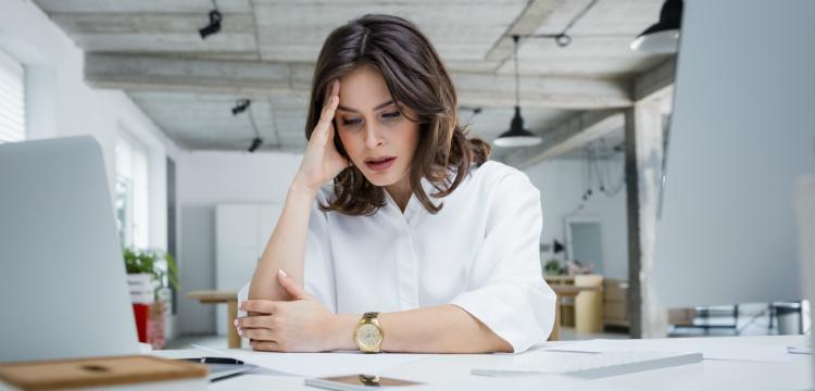 Depressziót okozhat a nőknél a túl hosszú munkaidő