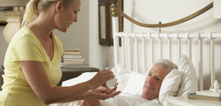 Fekvő beteg ápolása otthon? Így lássa el szakszerűen!